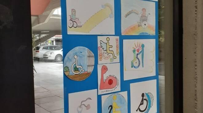 Progetto Barrier Free: i lavori degli studenti della scuola media Carducci e il logo ufficiale