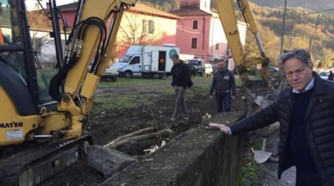 Il sindaco Roberto Valettini sul cantiere di via Tambura