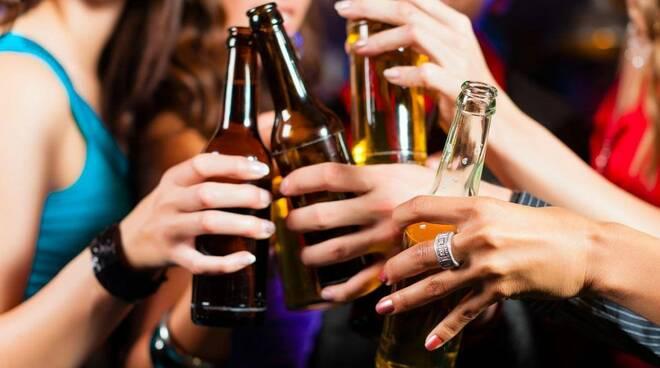 L'ordinanza impedirà il consumo di alcolici dopo le 22.