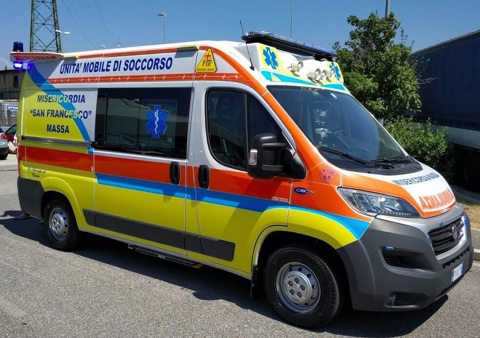 La nuova ambulanza della Misericordia di Massa