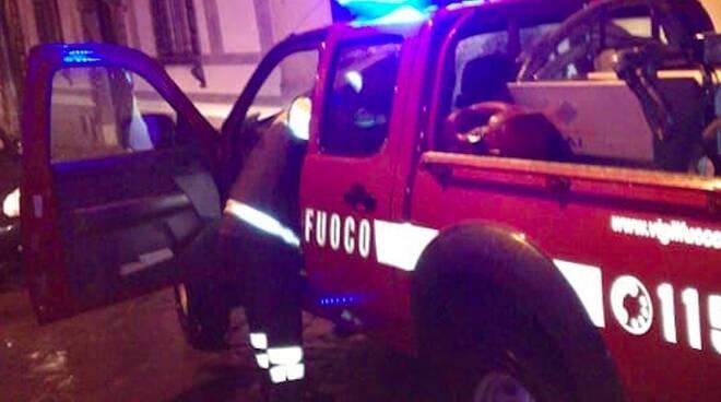 I vigili del fuoco intervenuti in via Garibaldi a Pontremoli
