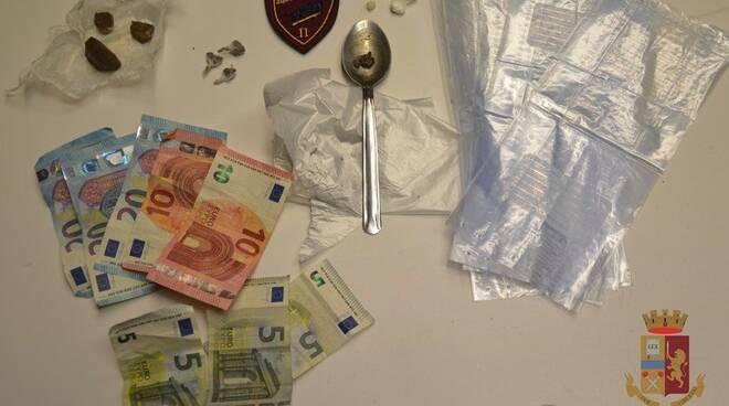 L'eroina e il denaro sequestrati
