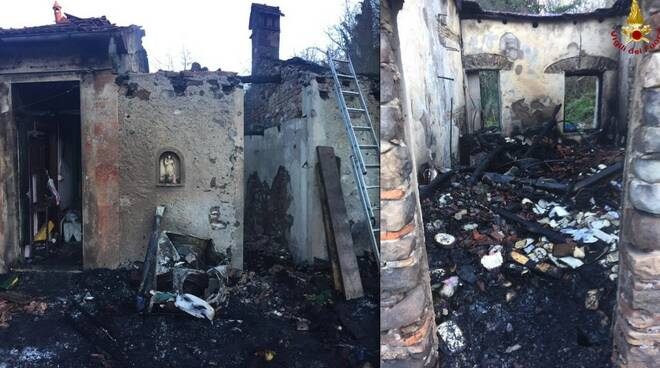 La casa andata distrutta dall'incendio