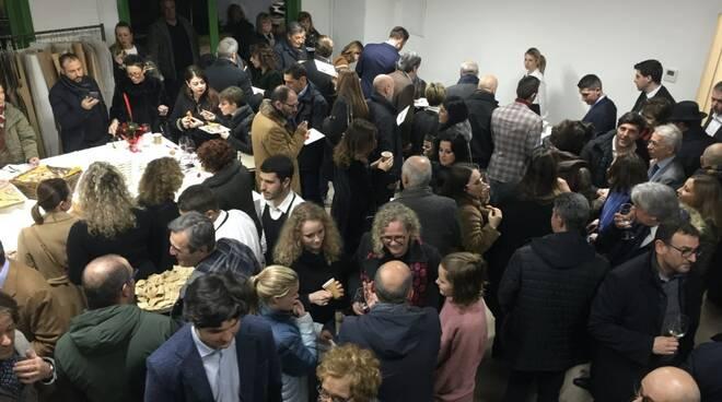 Sartoria Carrara, folla delle grandi occasioni