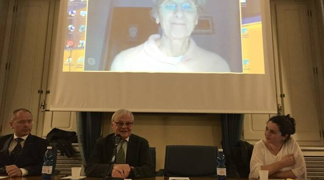 Da sinistra Matteo Venturi, Enrico Isoppi, Chiara Saraceno (in collegamento web), e Emanuela Mazzi