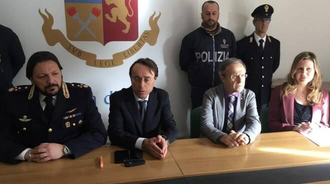 Droga e prostituzione, 11 arresti e sequestrati 4 chili di eroina e cocaina
