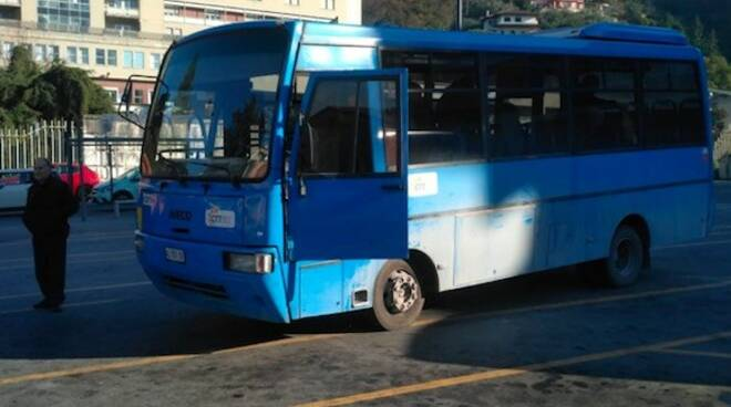 L'autobus che ha subìto la rottura dei freni