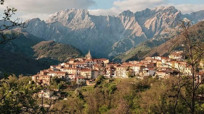 Pariana e le Alpi Apuane