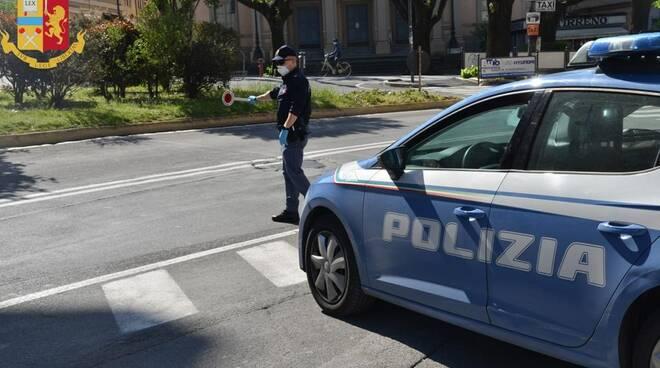 Alcuni momenti dei controlli della Polizia