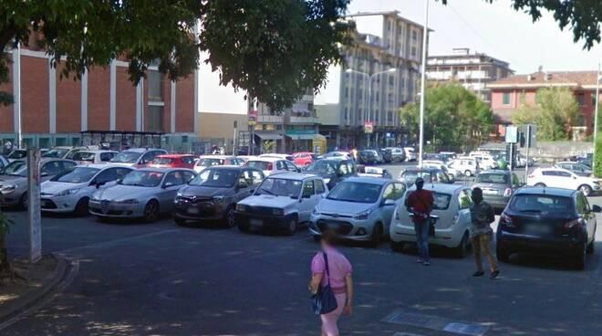 Uno dei parcheggi a pagamento del centro di Massa