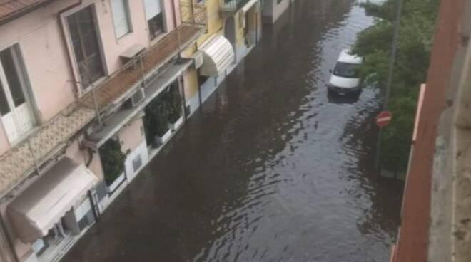 Via Maggiani a Marina di Carrara allagata