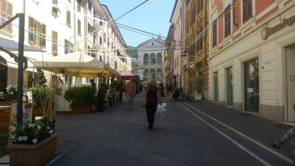 I negozi di via Dante