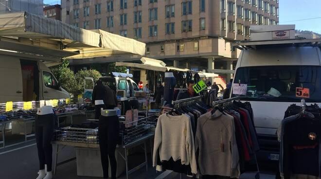 Il mercato del martedì a Massa