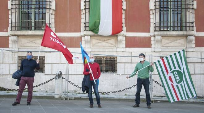 La protesta dei sindacati avvenuta all'inizio di aprile in piazza Aranci