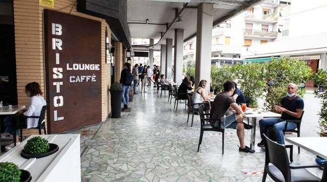 Massa-Carrara riparte. Riaprono negozi, parrucchieri, bar e ristoranti