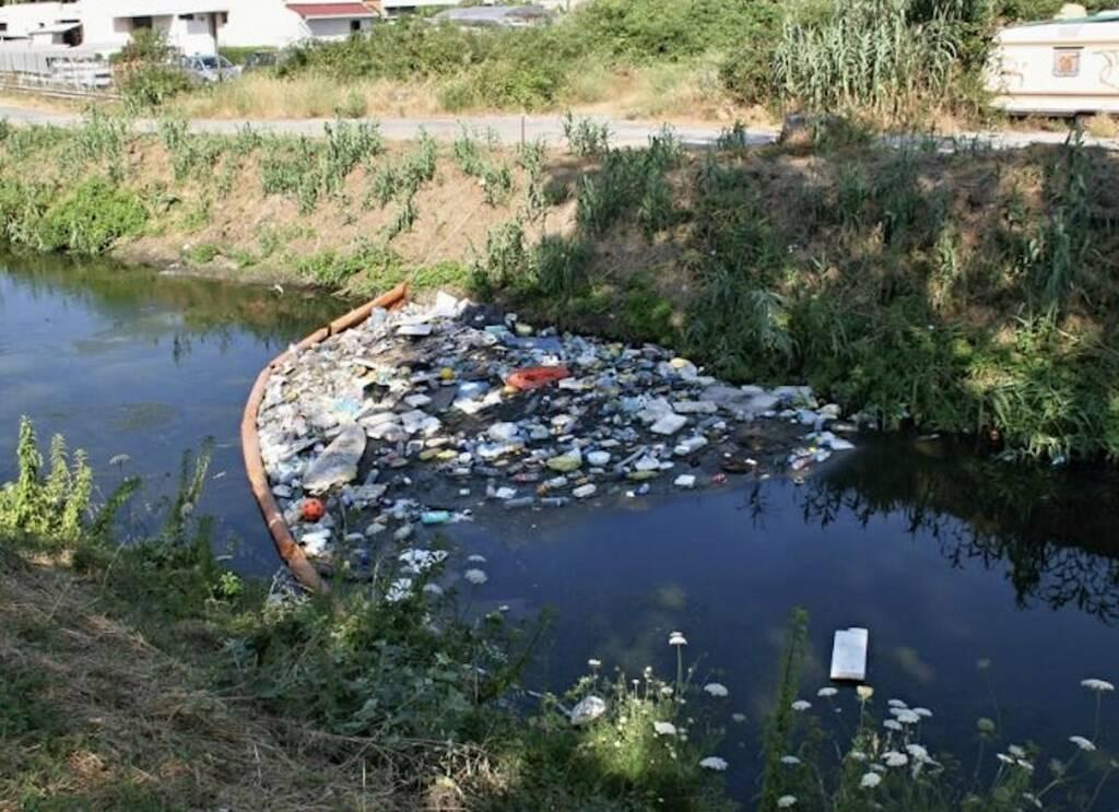Plastica e rifiuti nel Lavello
