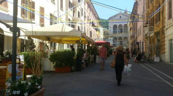 Shopping nel centro di Massa