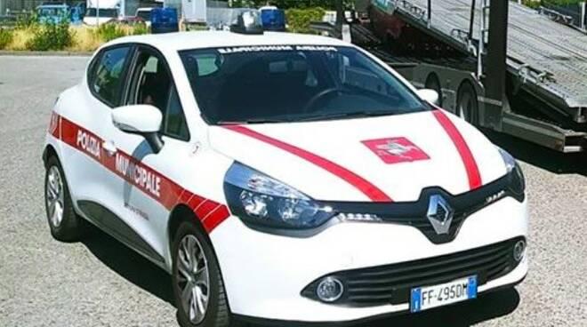 Un'auto della polizia municipale