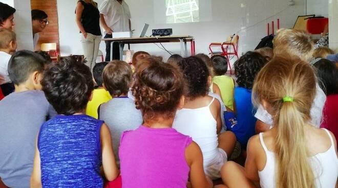 """I bambini a lezione di """"raccolta differenziata"""""""