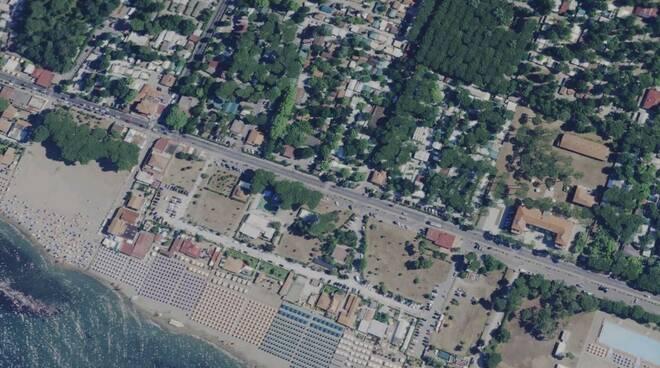 I campeggi e la spiaggia della Partaccia visti dall'alto