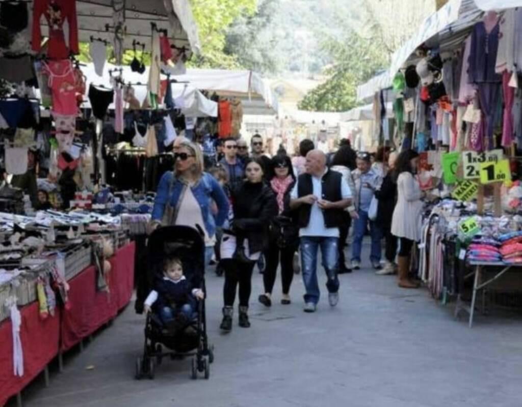 Il mercato settimanale di Carrara