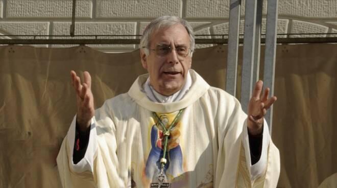 Il vescovo Giovanni Santucci