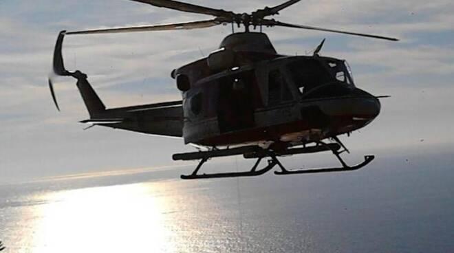 L'elicottero Drago dei Vigili del Fuoco che ha recuperato il ferito