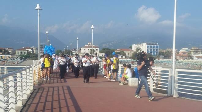 La banda ''G. Verdi'' sul pontile di Marina di Massa