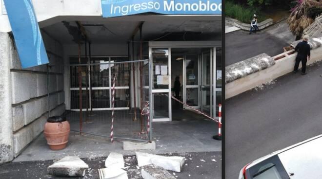 La lastra di marmo caduta all'ingresso del Monoblocco di Carrara