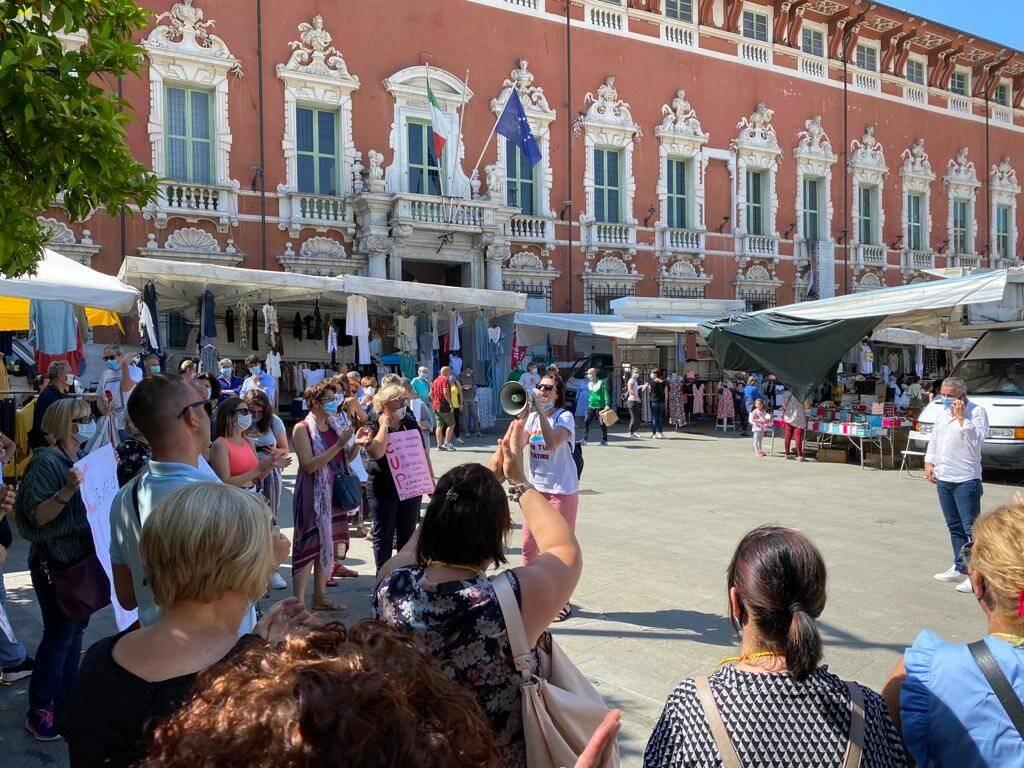 Lavoratori del Cup protestano in piazza Aranci