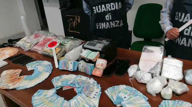 Maxi-sequestro di cocaina: le fiamme gialle apuane intercettano carico da 12 chili