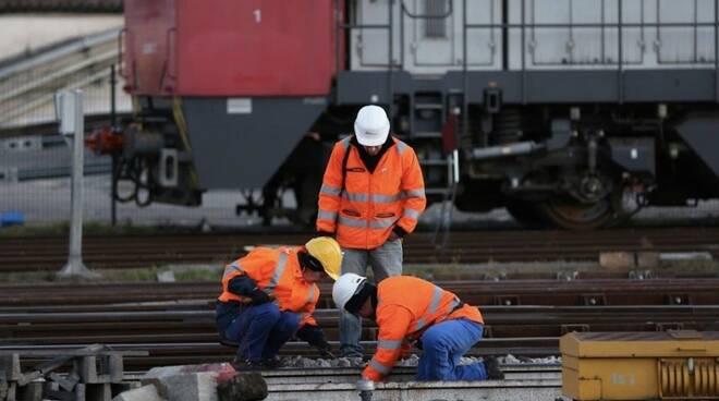 Operatori Ferrovie dello Stato al lavoro