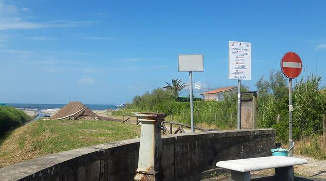 Spiaggia libera tra bagni Monia e Isa, Poveromo