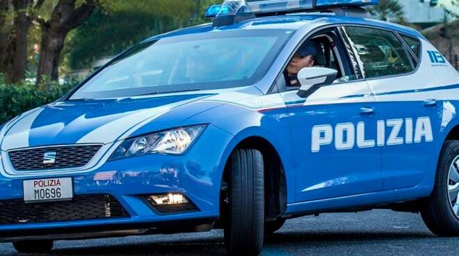 Una volante della polizia di Stato (repertorio)
