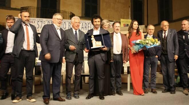 Al centro Piero Trellini vincitore dell'edizione 2020 del Premio Bancarella Sport