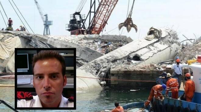 Gianni Iacoviello (nel riquadro) e il disastro della torre dei piloti nel porto di Genova
