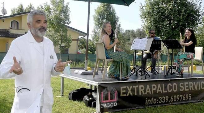 Il dottor Andrea Mambrini e gli Exclusive Saxophone quartet