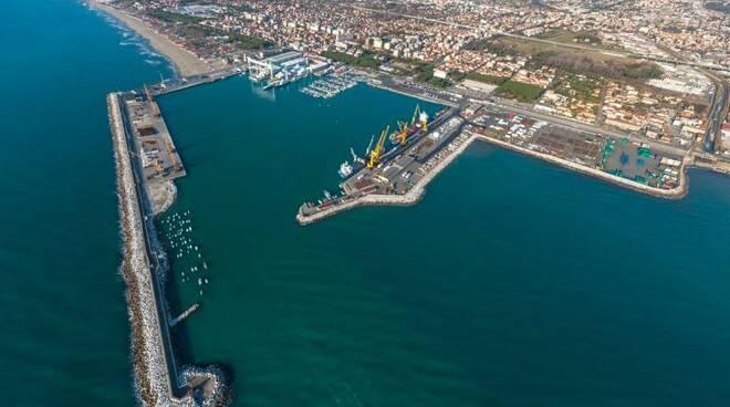 Il porto di Marina di Carrara