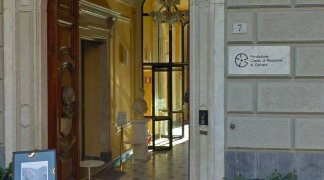 L'ingresso di Palazzo Binelli sede della Fondazione Cassa di Risparmio di Carrara