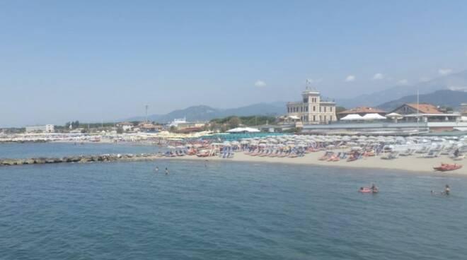 La spiaggia di Marina di Massa