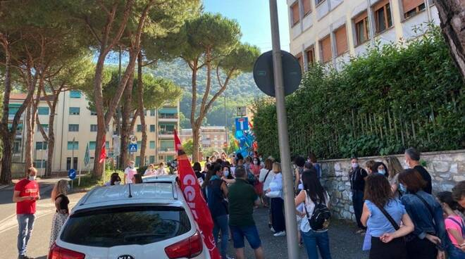 Manifestazione dei lavoratori dei Cup di Massa-Carrara