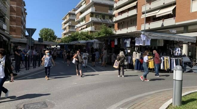 Tornano tutti i banchi del giovedì a Marina di Carrara