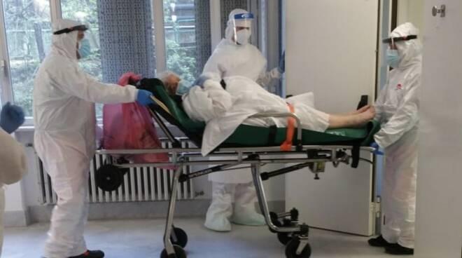 Una paziente covid al vecchio ospedale di Massa