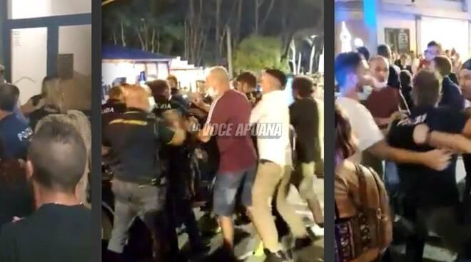 Alcuni fotogrammi degli scontri di sabato notte a Marina di Carrara