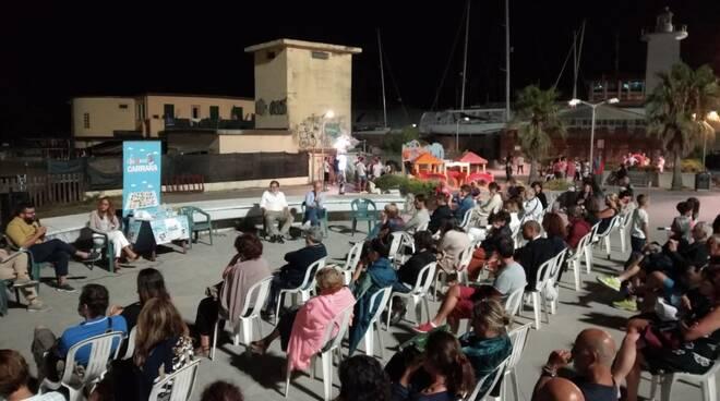 L'evento organizzato in Largo Marinai d'Italia a Marina di Carrara dall'associazione Chiama Carrara