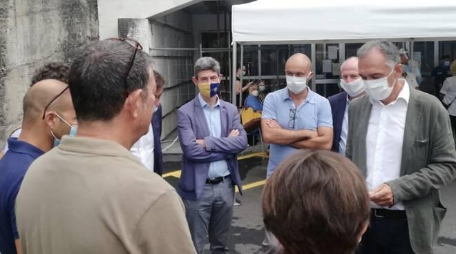 L'incontro tra i lavoratori Imm, il vicesindaco Martinelli e il governatore Rossi