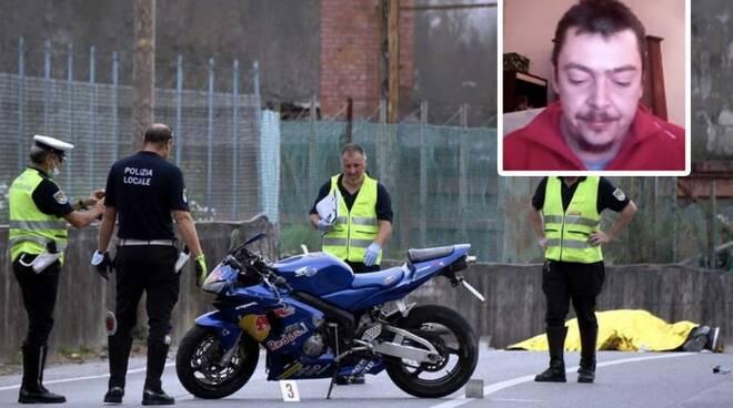 La polizia municipale, la moto del 38enne e nel riquadro Lorenzo Rossi
