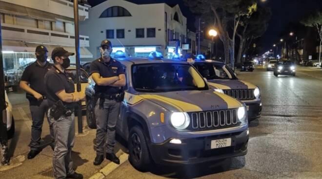 Polizia di notte a Marina di Carrara