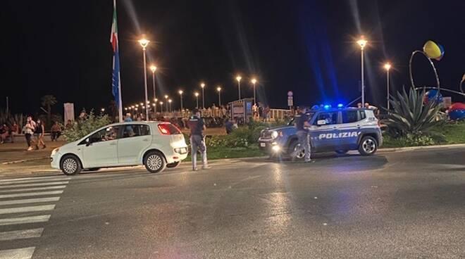 Polizia notte controlli al pontile di Marina di Massa