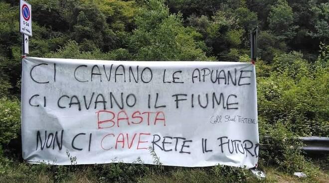Protesta del collettivo studentesco Tirtenlà